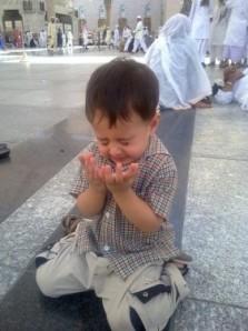 Cute muslim kid praying  (5)